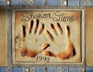 Les empreintes de Sharon Stone l'année de Basic Instinct.